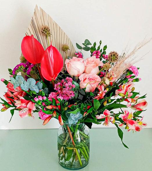 Rosas, anturios, palma, alstroemeria