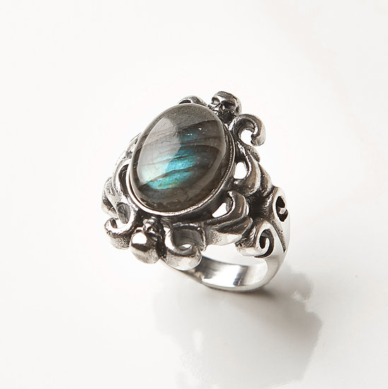 The Gala Labradorite Ring