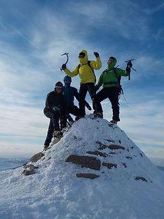 18-02-24 Snowholing Young 05.jpg