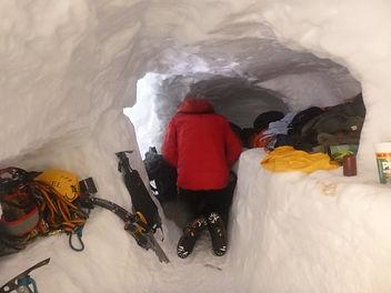 18-02-24 Snowholing NishA 09.jpg