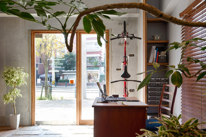 Gourmet traveler's office