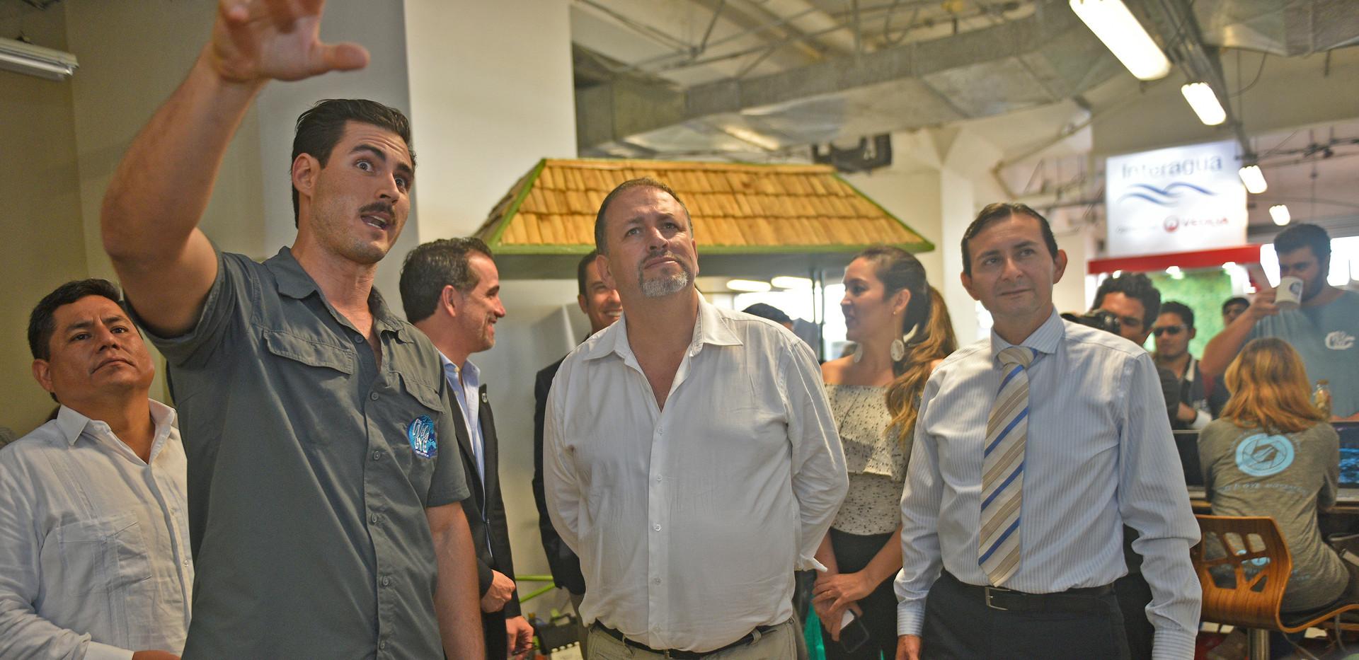 Con Ministro de Ambiente, Subsecretario