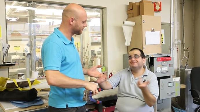 Hand prosthesis for Roi