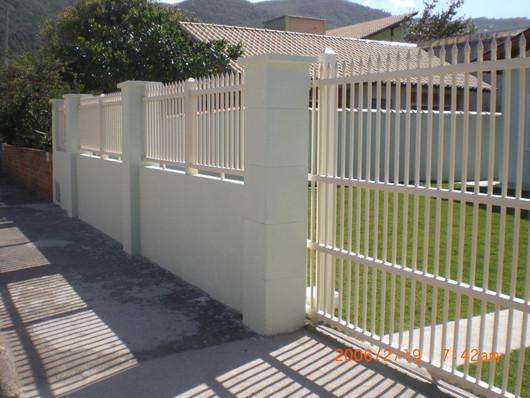 Cerva fixa de PVC e portão