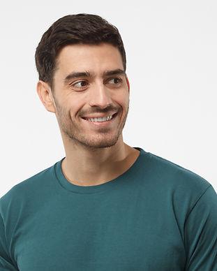 Gülümseyen adam portresi