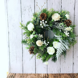 シンプルホワイトのクリスマスリース