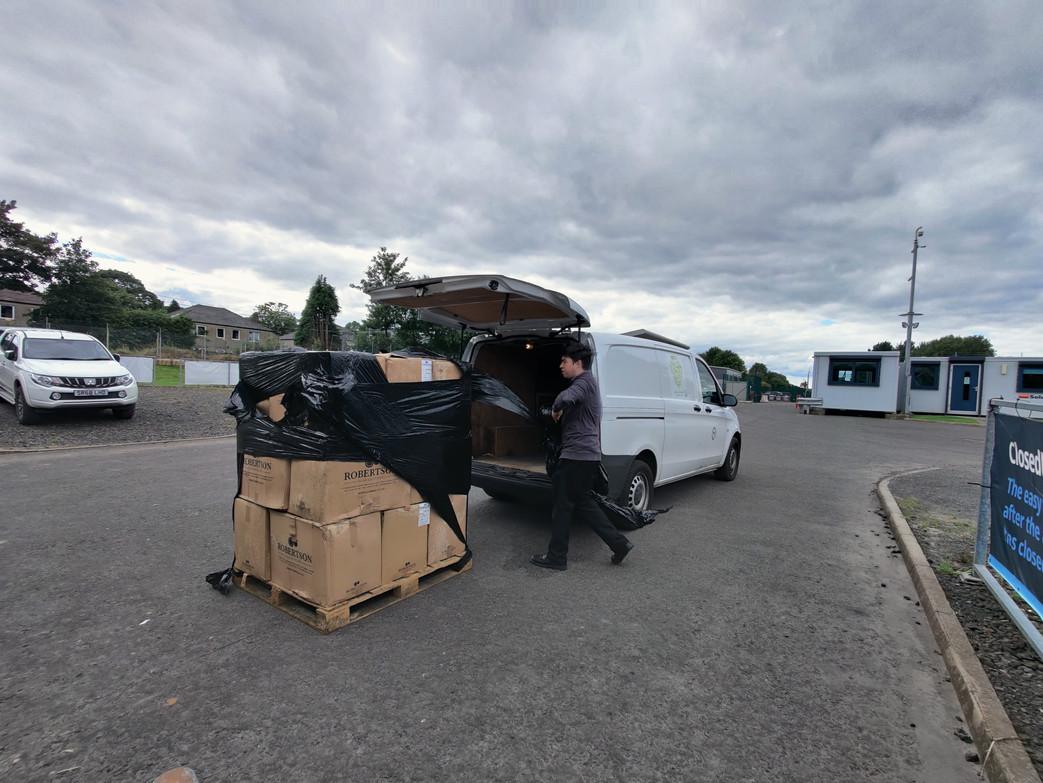 Jamie packing the van .jpg