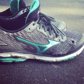 4 WAYS TO TELL IF YOU NEED NEW RUNNING SHOES