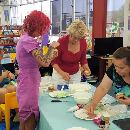 Feilding - cup cake decorating