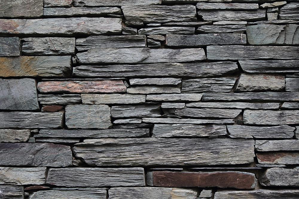 Lennox Masonry, Masonry Contractor, Stone Mason, Victoria BC, Vancouver Island - Dry Stack Retaining Wall