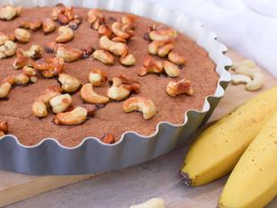 Banánový koláč s karamelizovanými kešu ořechy