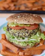 Vege burger z černé čočky a quinoy