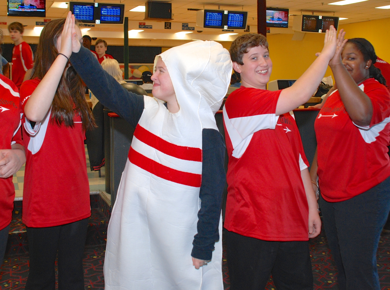 students on bowling team