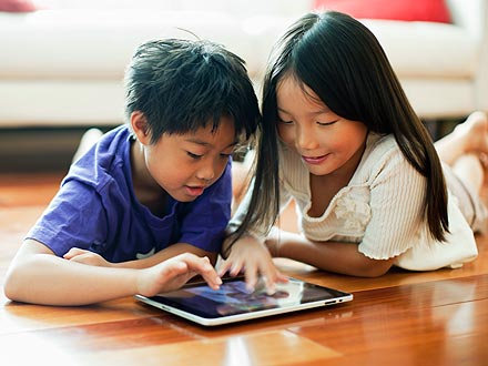 "Digital eBook - ""He Uri Ngāti Hua-Rākau / Ngāti Fruit Salad Kid"""