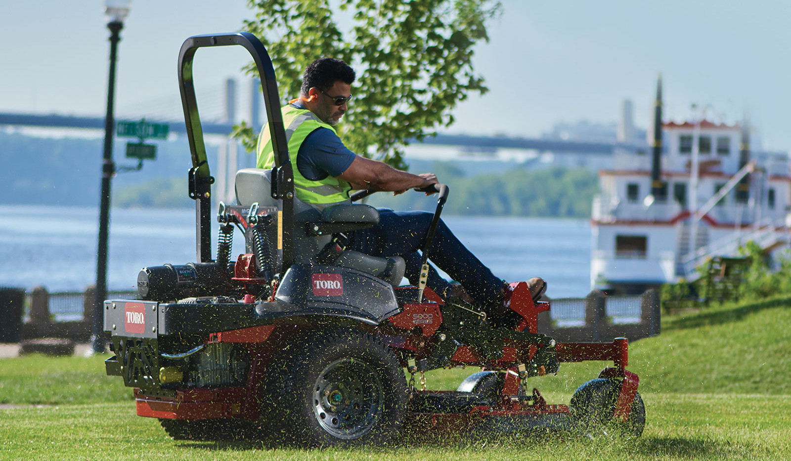 professional-zero-turn-mowers-lc17_3837s