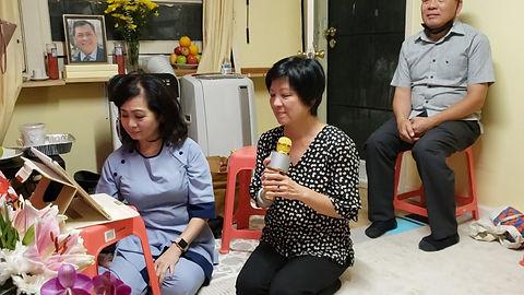 """Chị Mai hát bài """"Bông Hồng Cài Áo"""""""