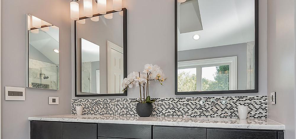 clean modern bathroom decor