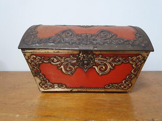 Treasure chest tin, Bear Wares Vintage, www.bearwaresvintage.com.au, old cookies tin, childrens toy, vintage interiors,