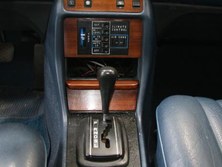 Tolatólámpa és indításgátló kapcsoló autómataváltón