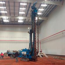 Execução de fundação com perfuratriz hélice segmentada. Equipamentos específicos para cada exigência da obra.