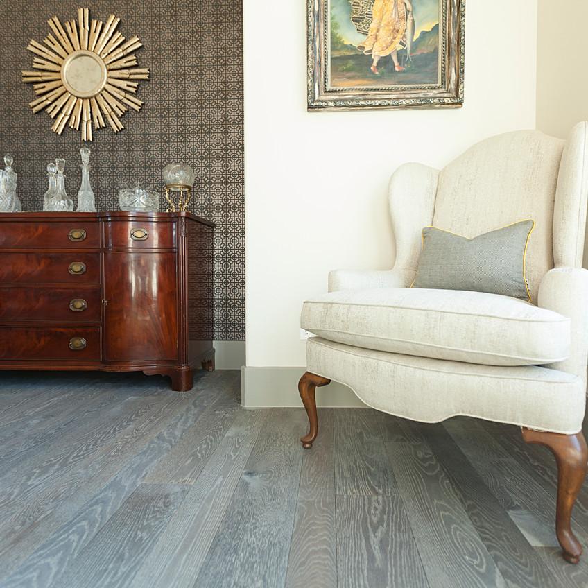 hardwood-design-company-2019-hardwood-flooring-trends-wide-plank-hardwood-flooring-oak-hardwood-floors-gray-hardwood-flooring