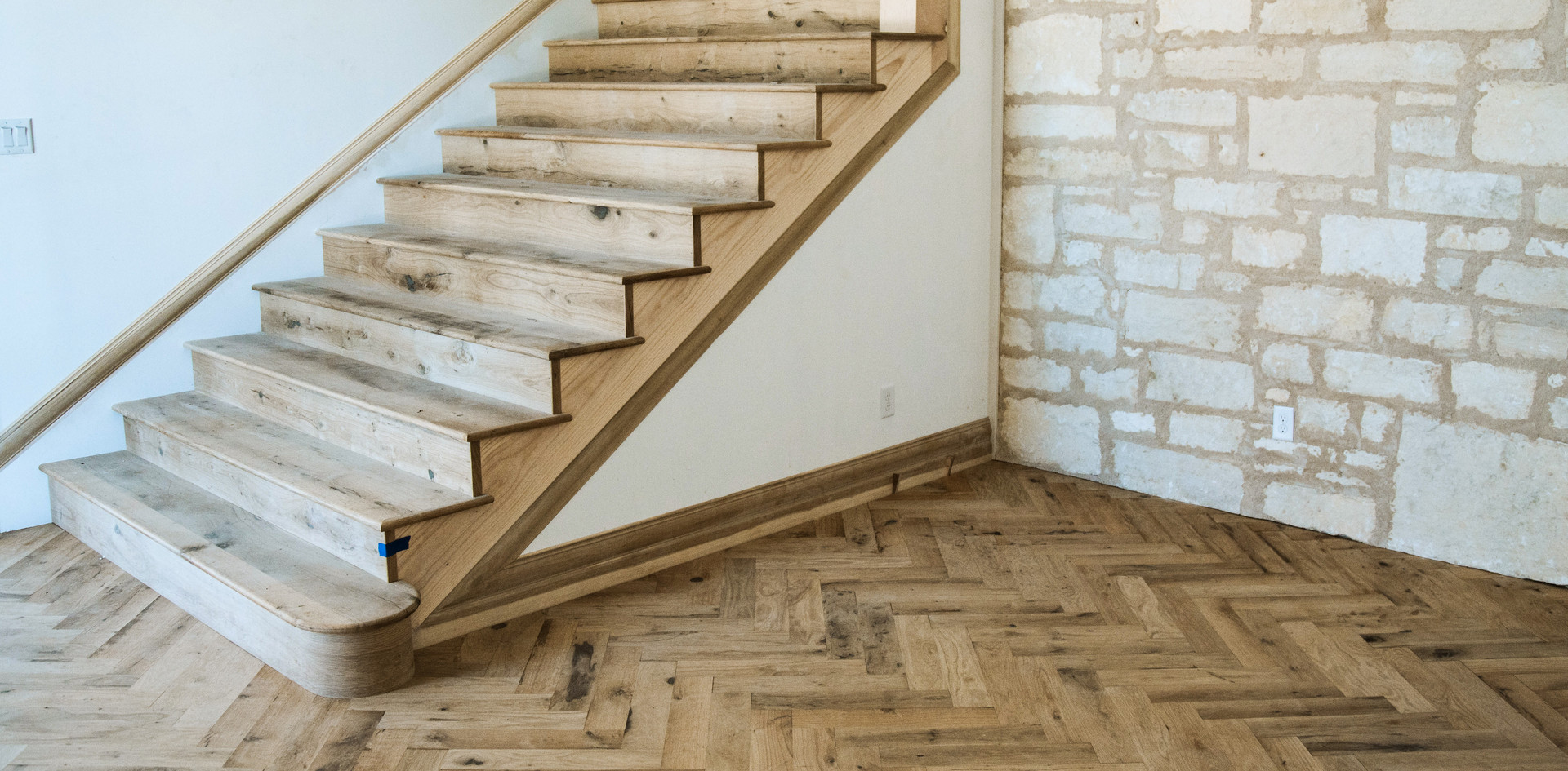 Texas Post Oak Hardwood Flooring Herringbone Pattern