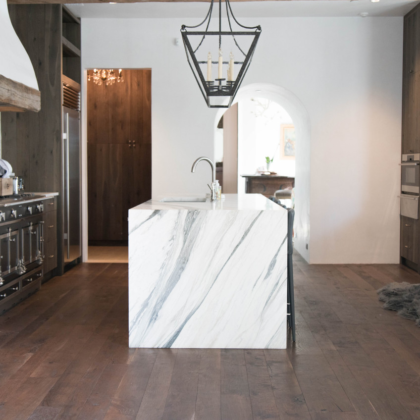 hardwood-design-company-2019-hardwood-flooring-trends-wide-plank-hardwood-flooring-texas-post-oak-hardwood-floors-dark-hardwood-flooring