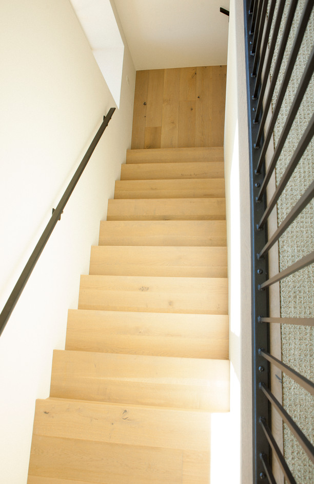 Hardwood-Design-Company-wide-plank-hardwood-flooring-wooden-flooring-live-sawn-oak-hardwood-flooring-oakflooring-wood-stairs