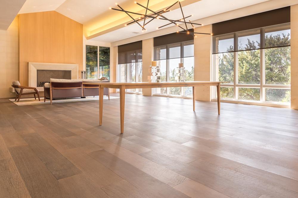 hardwood-design-company-2019-hardwood-flooring-trends-wide-plank-hardwood-flooring-live-sawn-oak-hardwood-flooring-wire-brushed-hardwood-floors