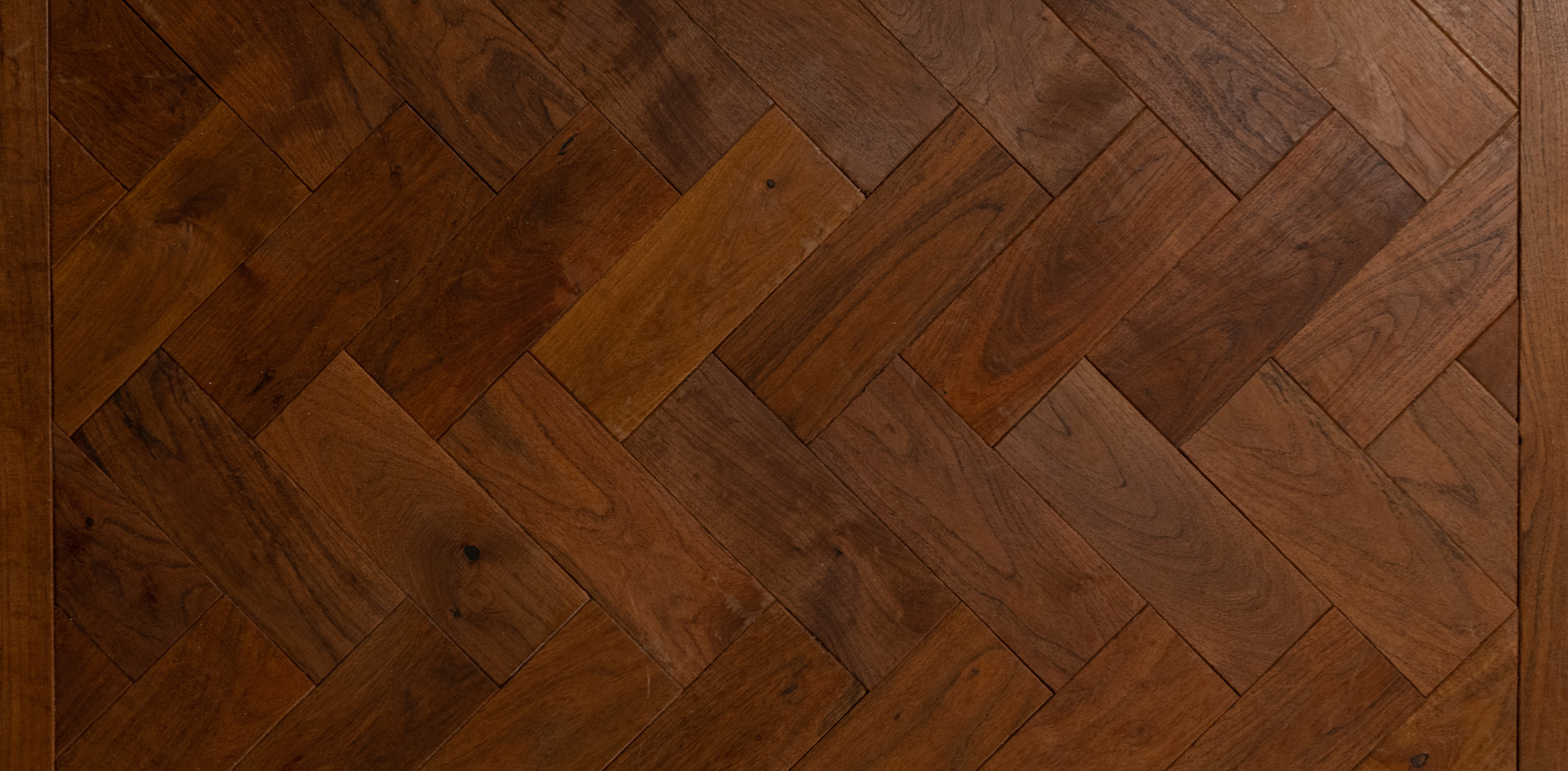 herringbone hardwood flooring pattern