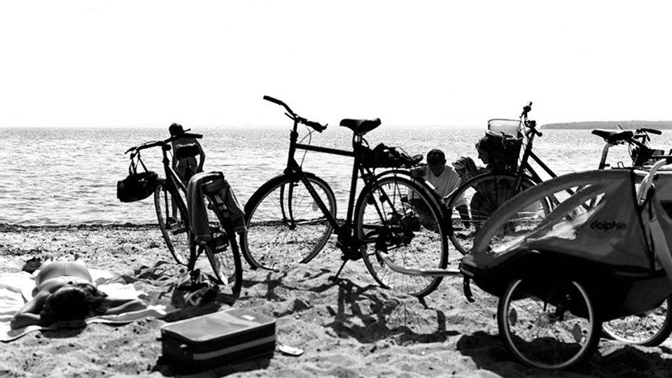 cycling_holiday-bw.jpg