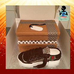 Gucci Shoe & Box