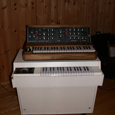 Mellotron M400 and MiniMoog