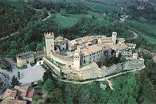Borgo di Vigoleno, a 16km dalla Locanda dei 2