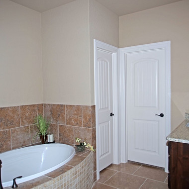Master Bathroom, Garden Tub