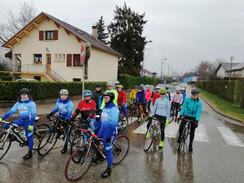 Un premier rassemblement féminin sous la pluie