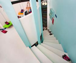 המדרגות והמפלס העליון