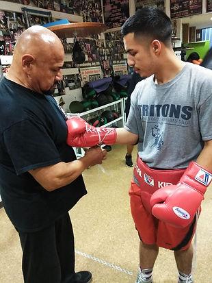 CoachSteve_wrapping_gloves.jpg