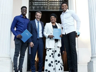 Giannis Antetokounmpo's Mother, Brother Become Greek Citizens