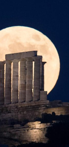The full moon is seen rising over the Temple of Poseidon at cape Sounion, some 70 km southeast of Athens, Greece, on June 24, 2021.Photo:Xinhua