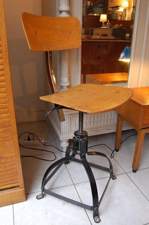 VENDU/Chaise bienaise années 50 industriel vintage