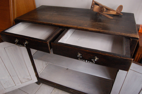 vendu buffet parisien ann es 50 bois massif brun noir choses vues mobilier vintage paris. Black Bedroom Furniture Sets. Home Design Ideas