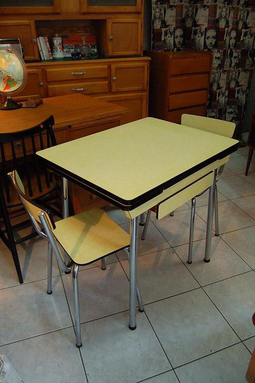 VENDU/Table formica jaune années 60 et deux chaises assorties