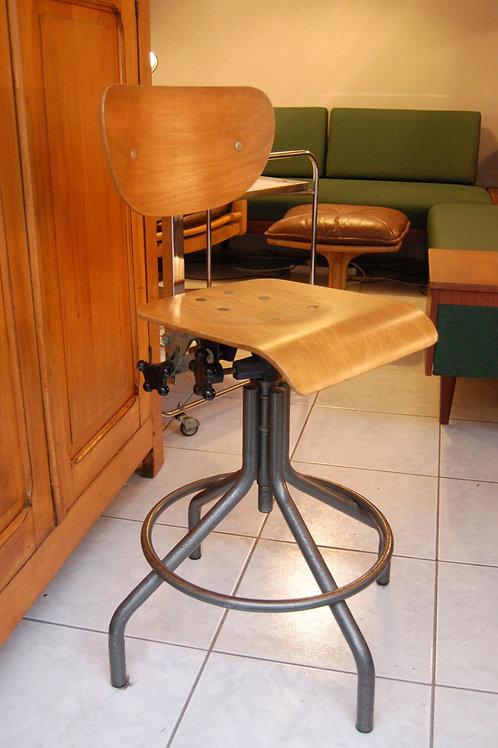 VENDU/Chaise style Bienaise d'atelier années 70 indus vintage