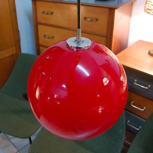VENDU/Suspension 70s globe opaline rouge vintage