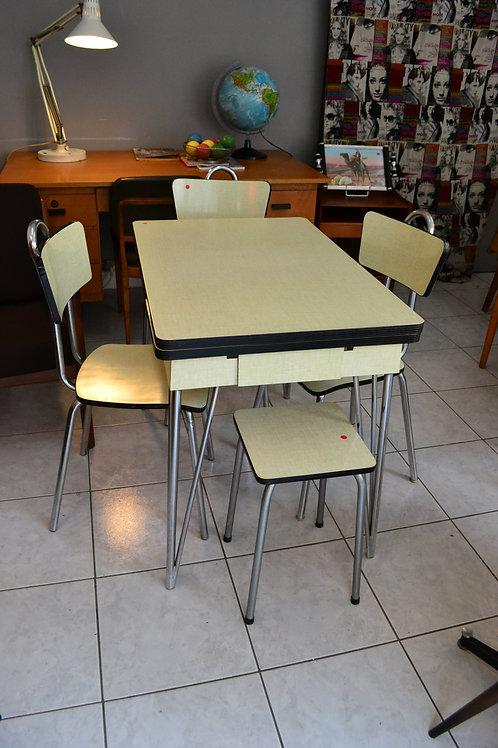 VENDU/Table et chaises formica jaune années 60 pied Eiffel