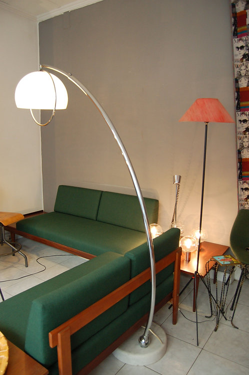 VENDU/Lampadaire Arc de Harvey Guzzini années 60