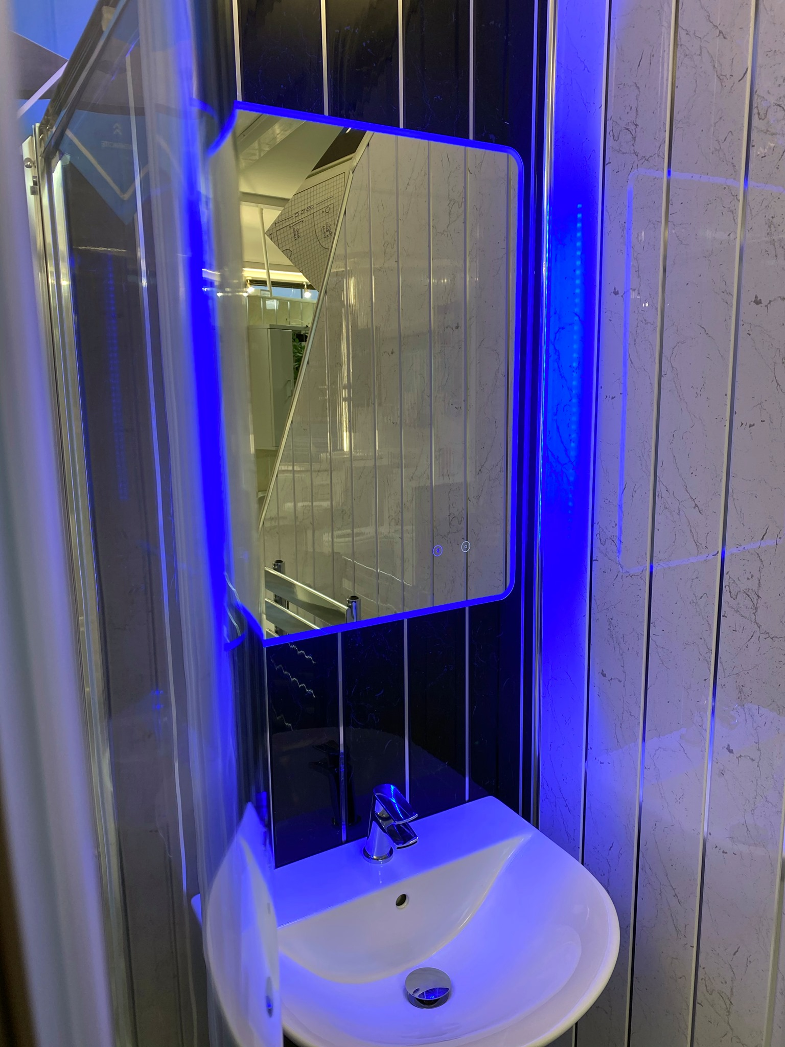 Tri coloured mirror © Shower People Ltd.