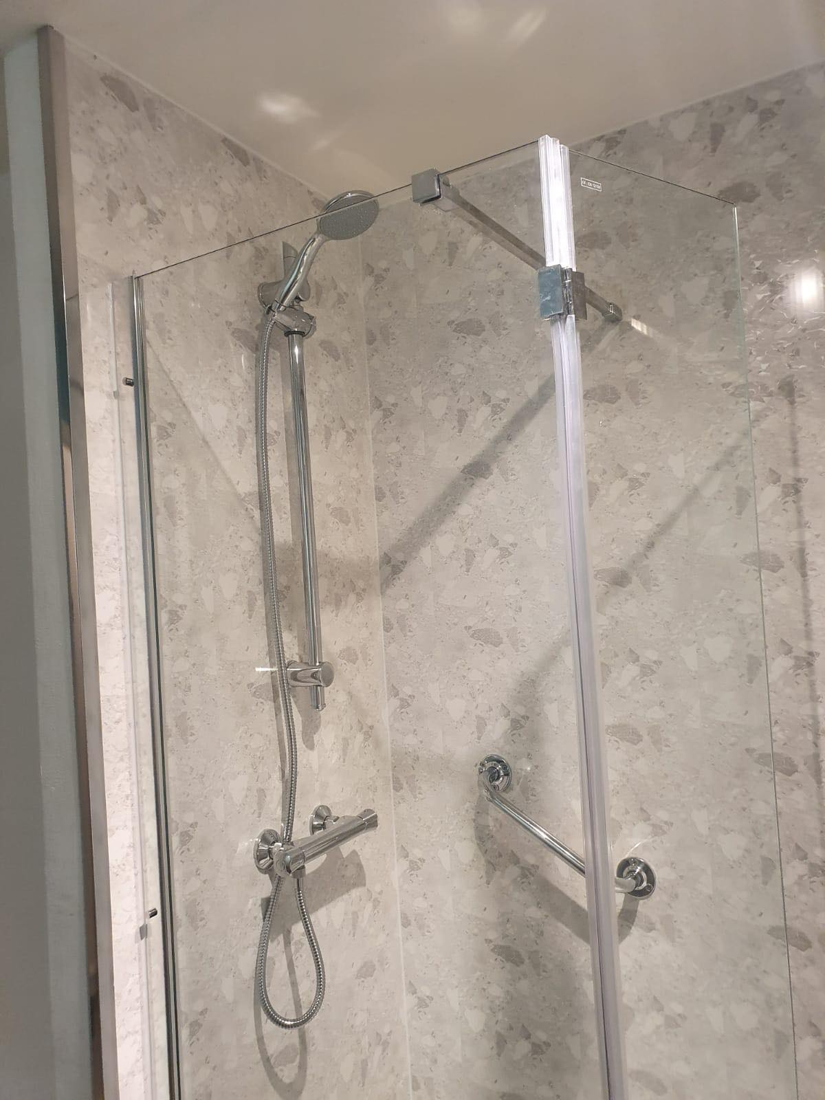 Walk in shower © Shower People Ltd.