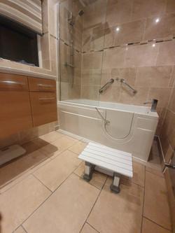 Walk in Bath © Shower People Ltd.